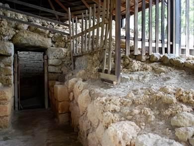 Tomba di Tzanata foto by mons.wikimedia.orgwindex.phpcurid=32130065 11
