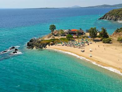 Spiaggia di Tristinika for by https://www.visit-halkidiki.gr/