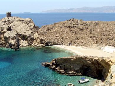 Spiaggia di Pyrgos foto by www.androsguide.gr