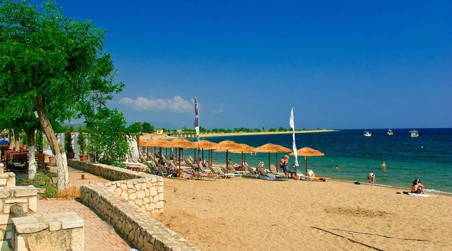 Psakoudia beach foto by www.visit-halkidiki.gr