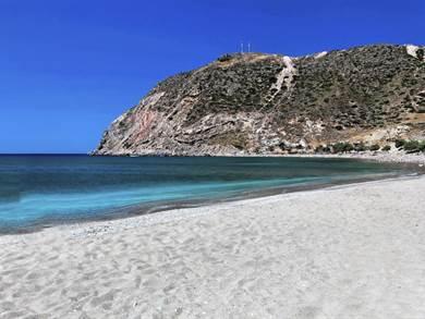 Spiaggia di Agia Kyriaki foto by www.yachtingmilos.gr